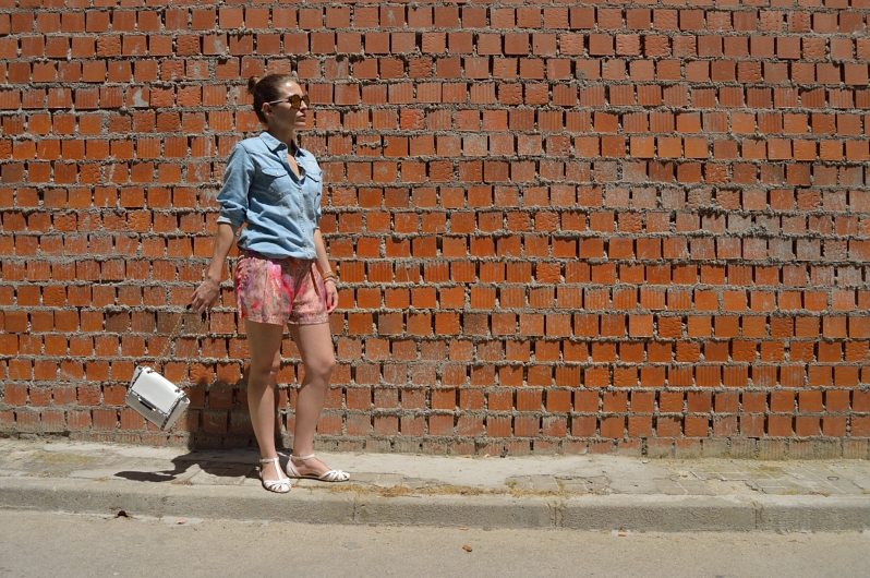 lara-vazquez-madlula-blog-fashion-walk-denim-colourful-denim-look