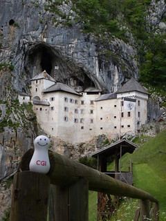 Afbeelding van Predjama Castle in de buurt van Bukovje. trip castle europe slovenia jackiechan 2014 smoo predjama armourofgod