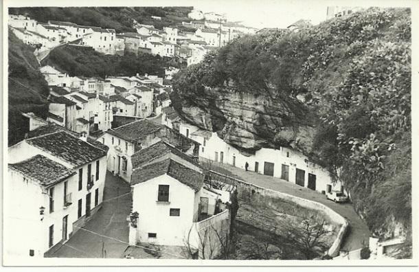 Vista de las Cuevas de la Sombra y el Sol desde el Cerrillo, cuando aún no estaba construida Las Flores. Foto: ANTONIO SÁNCHEZ <a href=
