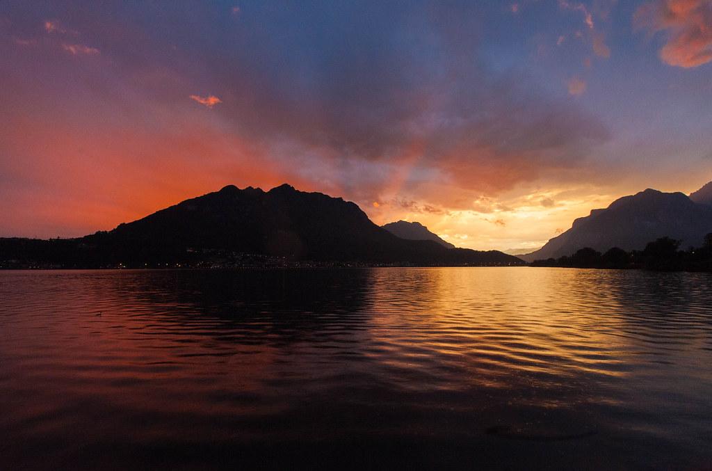 Auringonlasku Lake Comolla