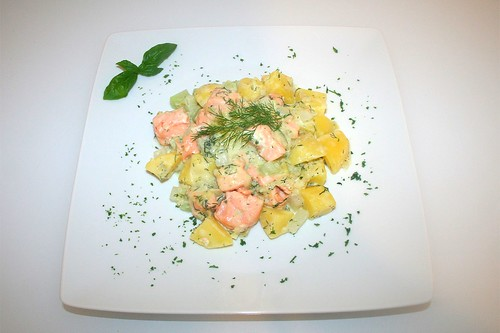 42 - Gratinierte Dillkartoffeln mit Lachs & Kohlrabi - Serviert / Dill potatoes with salmon & kohlrabi au gratin - Served