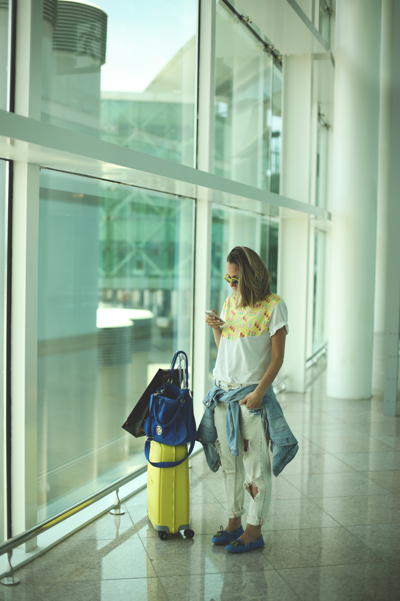 Airport Style, pineapples tee, loafers, Alpe, Yellow, Suitcase, Items d'ho, ripped jeans, denim