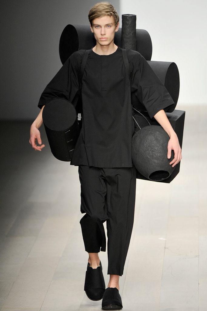 Marc Schulze3000_13_FW12-13 London Central St. Martins_Kenji Kawasumistyle.com)