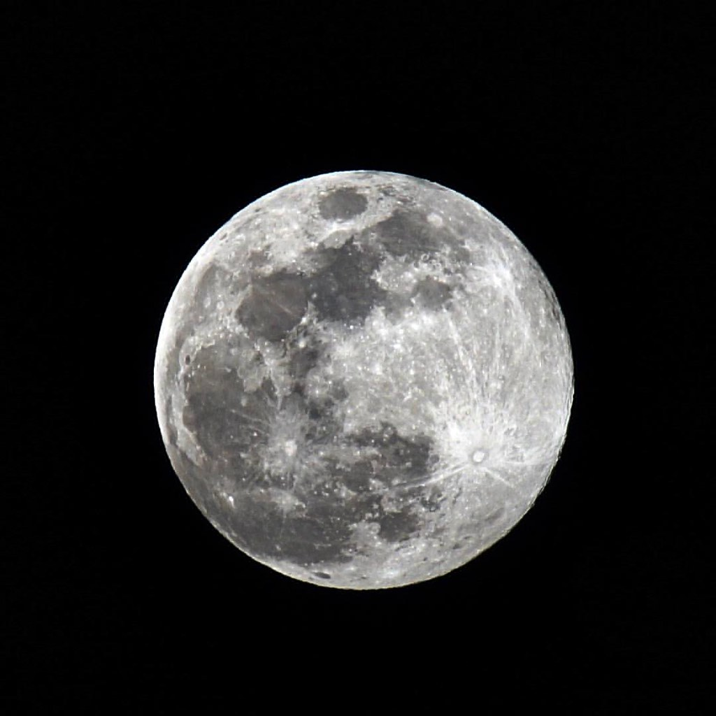 Although it rarely changes...I find the moon to always be an interesting subject.  This morning when I was heading into work it was ginormous as it was setting.  I may have to get up a little early tomorrow and shoot it. #fullmoon