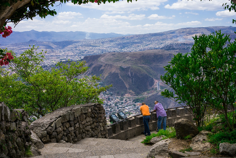 Mountain Lookout in Parque Naciones Unidas El Picacho