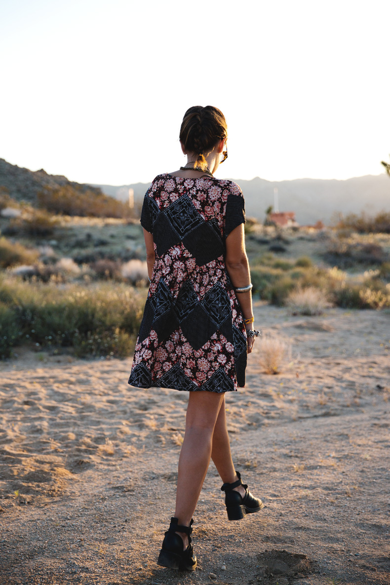 Joshua_tree-Coachella_2014-Festival_Outfit-Floral_Dress-Cut_Out_Boots-Braid-Desert-6