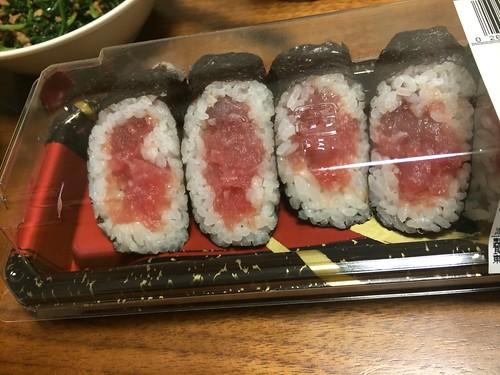 tuna roll sushi