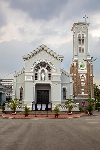 Hanh Thong Tay Church 10