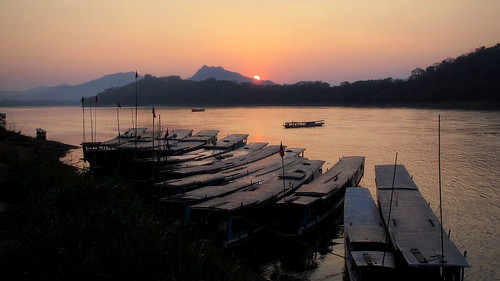 light sunset sun set river landscape boats evening scenery dusk laos riverbank mekong luangprabang eveninglight mekongriver louangphrabang louangphabang mekongcruise peterch51 mekongscenery