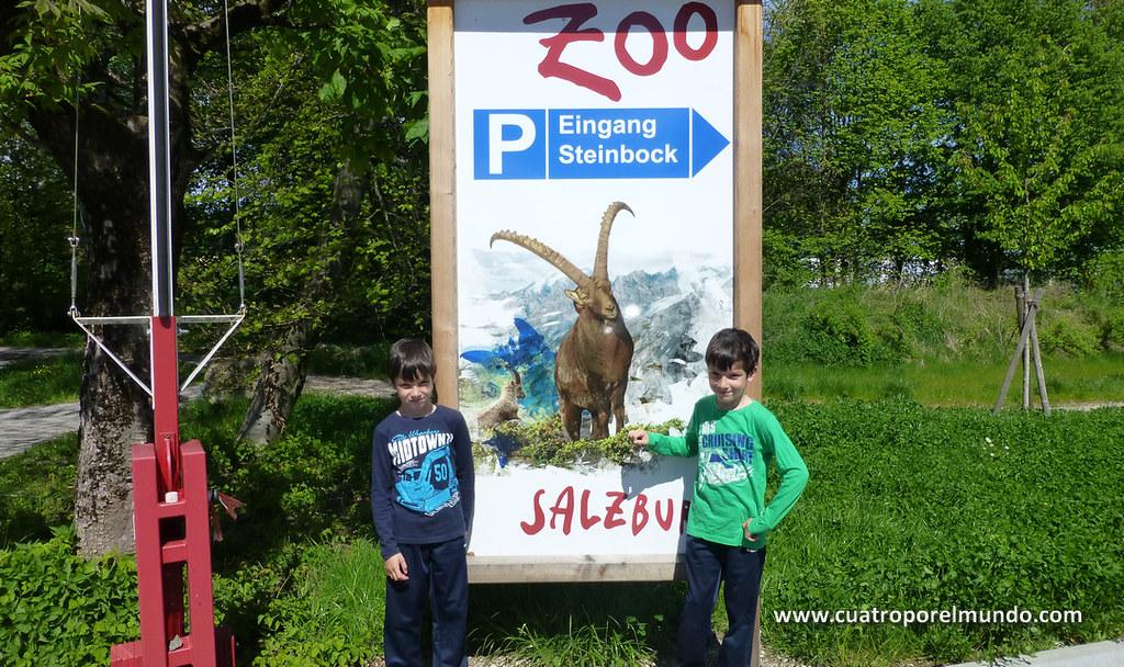 Posando en al entrada del Zoológico