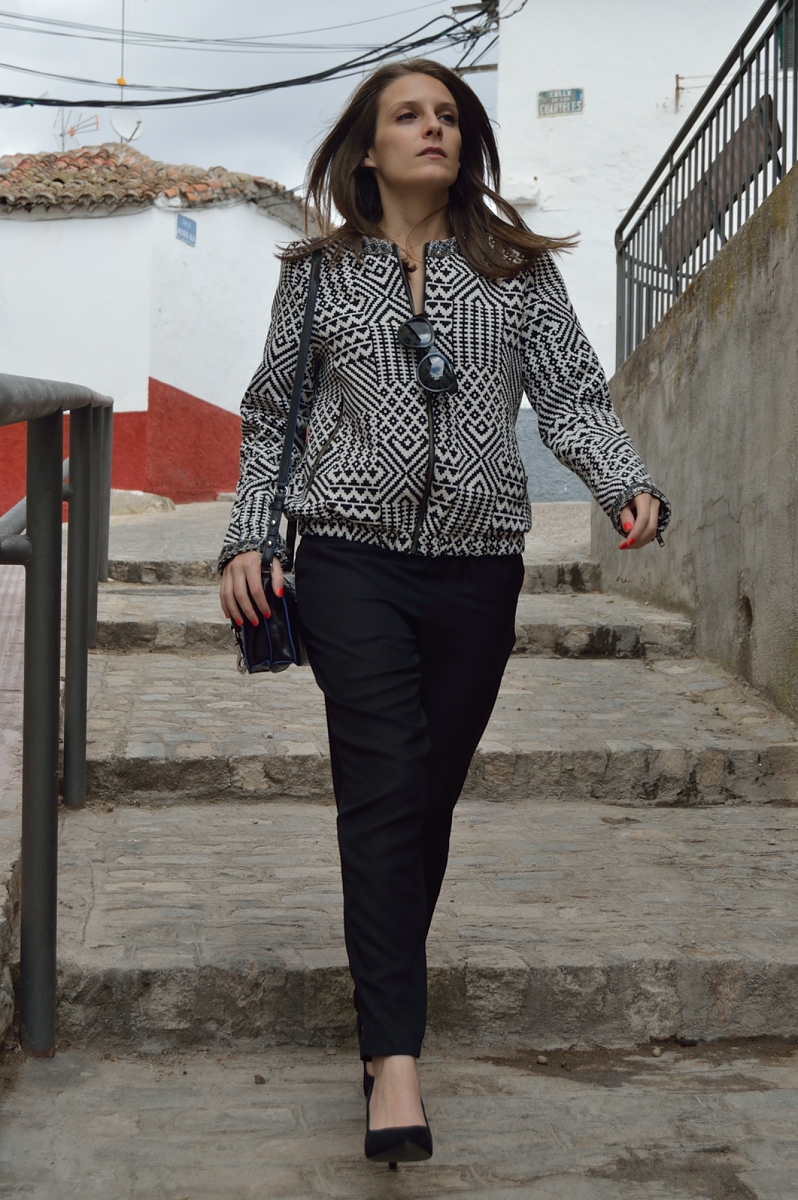 lara-vazquez-madlula-blog-black-jumpsuit-total-look-walking-around