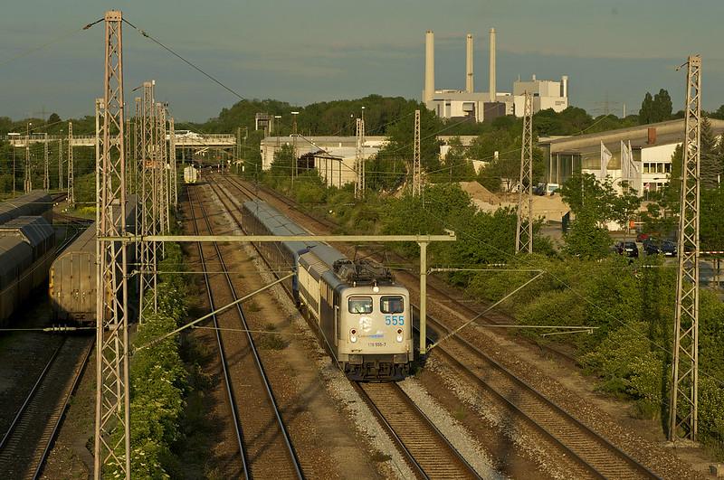 139 555 von Lokomotion rangiert den C2-Zug 701 durch den Freimanner Güterbahnhof