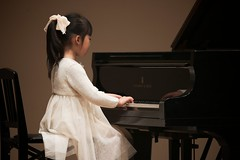 SAKURAKO performed at the piano recital.