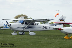 D-ELFB CESSNA 172S 172S9837 PRIVATE -Sywell-20130601-Alan Gray-IMG_9175