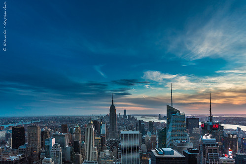 city nyc newyorkcity blue light urban usa ny newyork skyline night america skyscraper canon eos cityscape view manhattan united rockefellercenter wolken illuminated hour empirestatebuilding states aussicht metropole observationdeck 6d wolkenkratzer blauestunde nachthimmel grosstadt