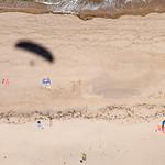 En parapente sobre la playa de Serín