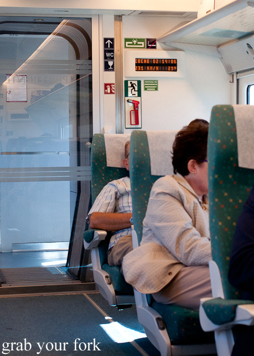 Maximum speed on the Renfe train from Santiago de Compostela to Madrid