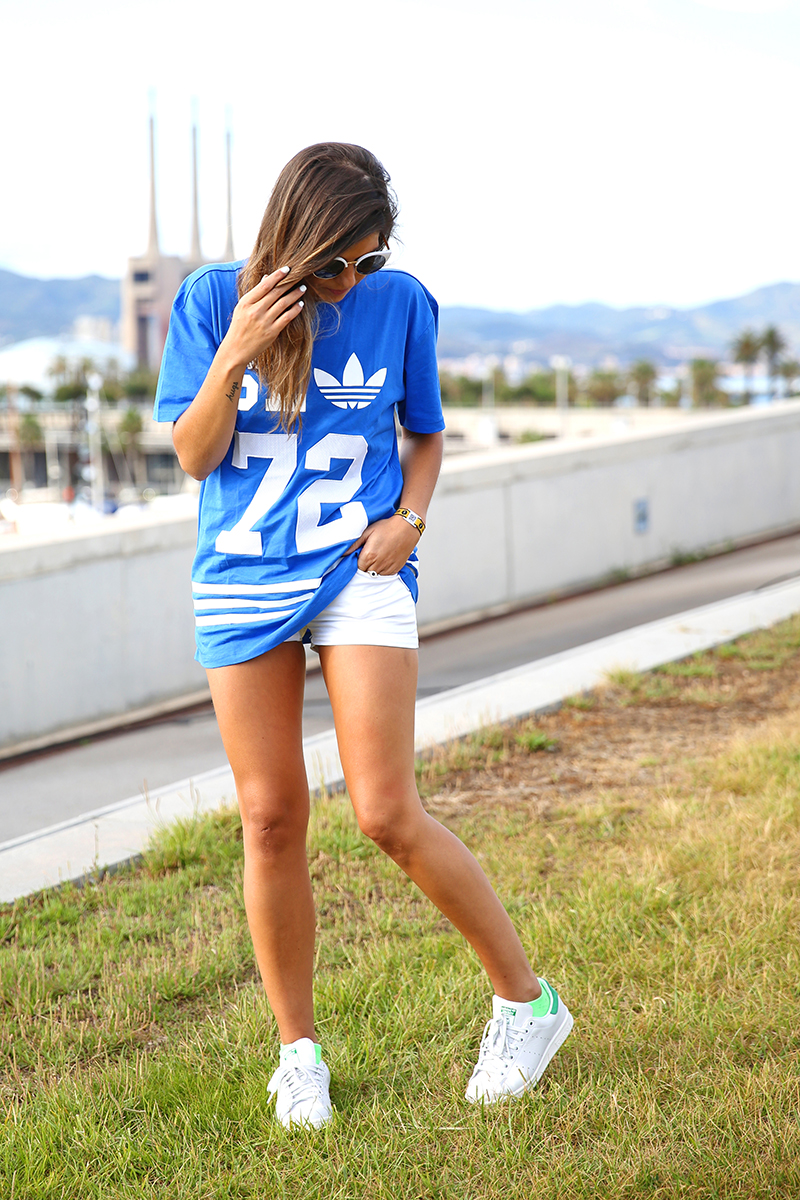 trendy_taste-look-outfit-street_style-ootd-blog-blogger_españa-fashion_spain-moda_españa-festival-primavera_sound-adidas_originals-stan_smith-barcelona-camiseta-zapas-16