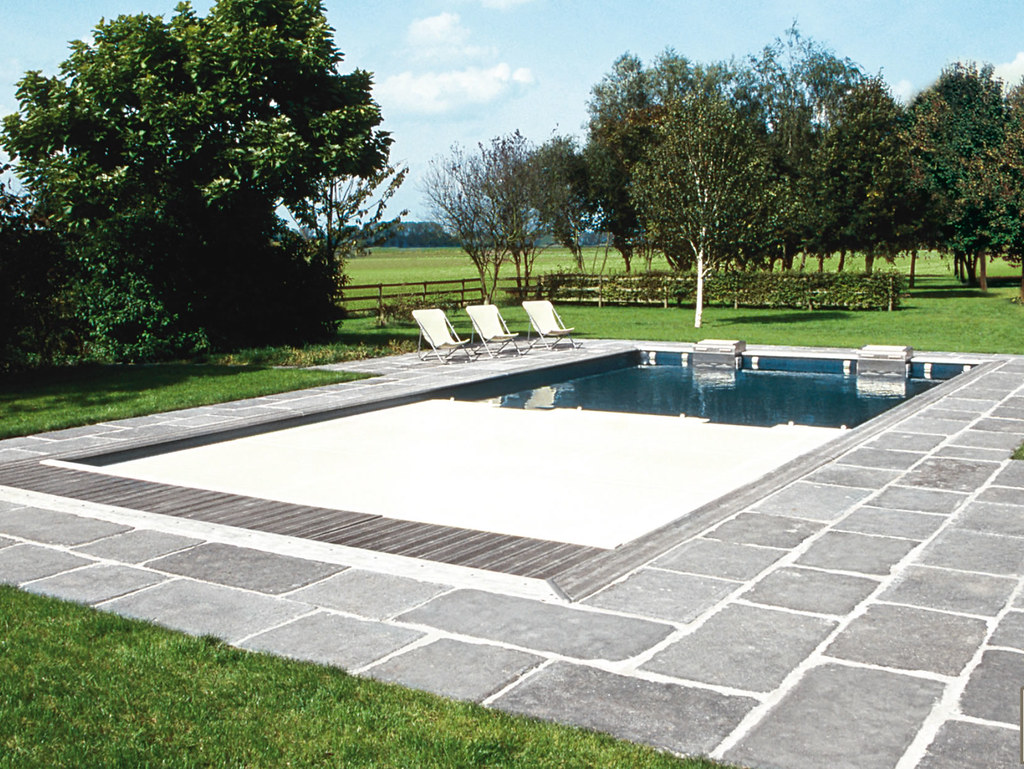 Terrasses en pav s for Construction piscine brabant wallon