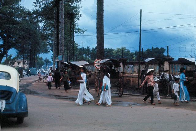 Saigon 1965 - Góc Lê Văn Duyệt - Chi Lăng, Gia Định (đối diện khu vực Lăng Ông ở phía bên trái hình)