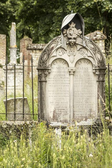 195 - Hautot-sur-Seine - Pierre tombale du baron de la Martel et de son épouse