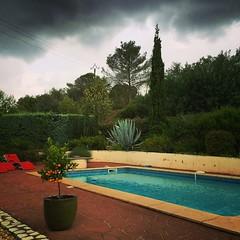 Piscine de La Longère ... Orage ? Pas Orage? #pradessurvernazobre #moerland #igersmontpellier #languedoc #herault #clouds #orage