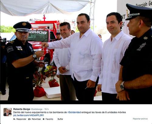 Entrega el Gobernador Roberto Borge Angulo a Bomberos Vehículos de AEERSA