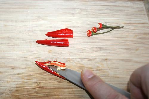 21 - Chilis entkernen / Decore chilis
