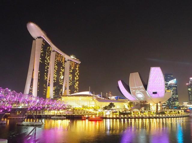 マリーナベイサンズとアートサイエンスミュージアムのプロジェクトマッピング #ilightmarinabay #marinabaysands #marinabay #singapore #projectmapping #シンガポール #マリーナベイサンズ #マリーナベイ #ライトアップ #シンガポール夜景