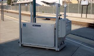 Amtrak wheelchair lift ETS 12-26-16