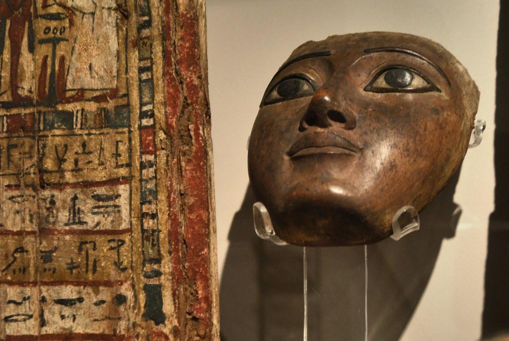 Masque funéraire dans le musée égyptien de Turin.