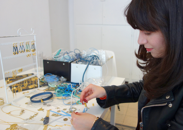 israeli fashion blogger in the studio of designer Shlomit Ofir, אפונה בלוג אופנה מעצבת בסטודיו של שלומית אופיר