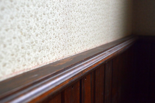 Dining room wallpaper & wainscoting