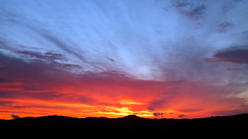 il sole sorge: buona giornata