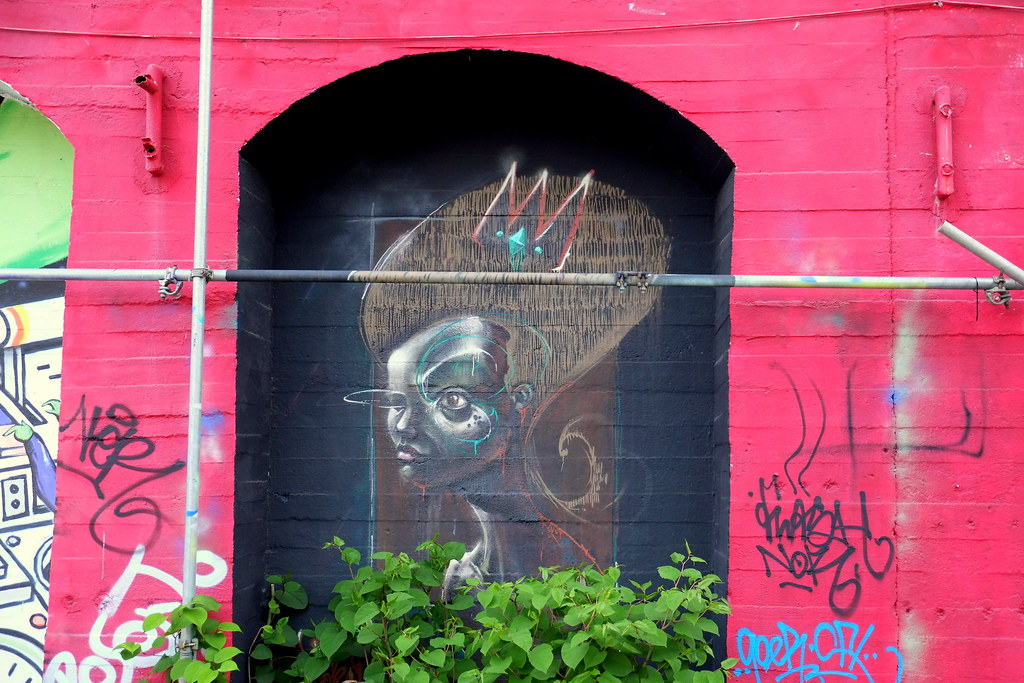 streetart | berlin . raw tempel . urban spree