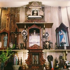 Lots of antique statues in the altar room.