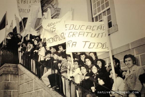 5 - 25 апреля 1974 года - революция гвоздик в Португалии - Каштелу Бранку