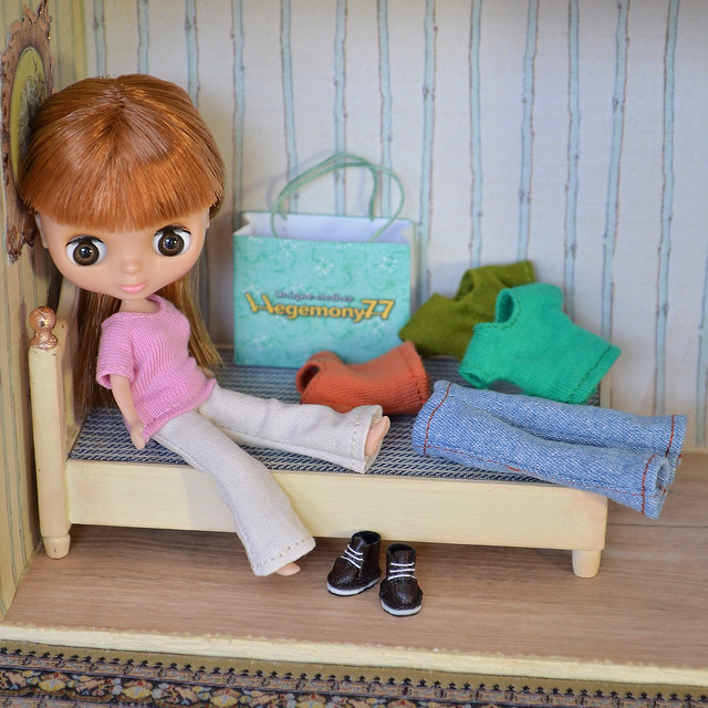 Petite Blythe doll after clothes and shoes shopping