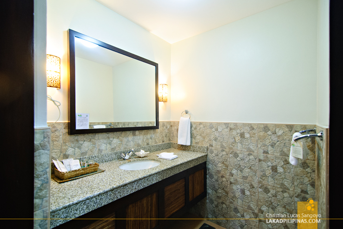 Deluxe Room Toilet at Bohol Beach Club in Panglao