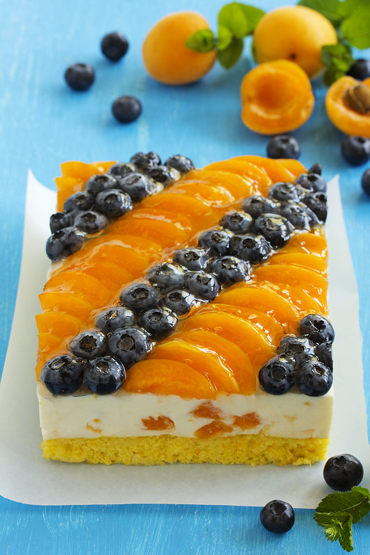 Sponge cake with yogurt mousse, apricots and blueberries.