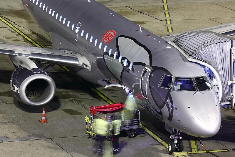 Niki - E190 - OE-IHE (2)