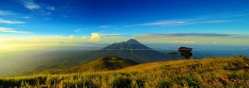 panorama indonesia volcano panoramic centraljava mountmerapi mountmerbabu volcanomountain