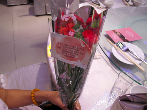 台南商務會館 母親節活動-母親節送現場媽媽康乃馨45