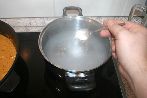 49 - Salz einstreuen / Add salt