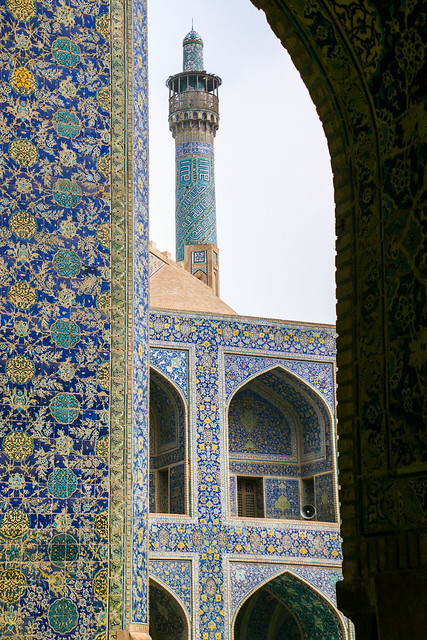 Minaret of Imam mosque, Isfahan, Iran イスファハン、王のモスクのミナレット