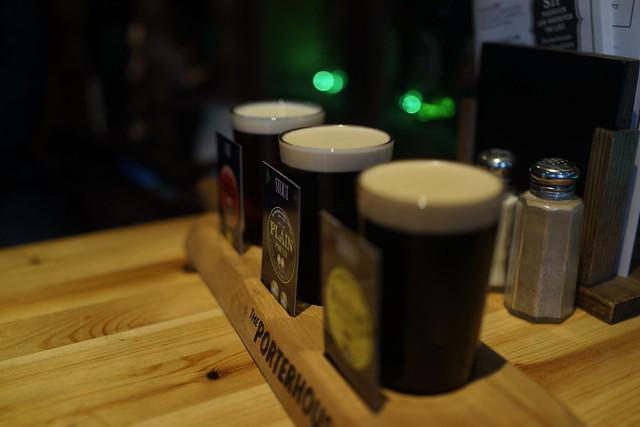 Cervezas en Porterhouse (Sony RX1)