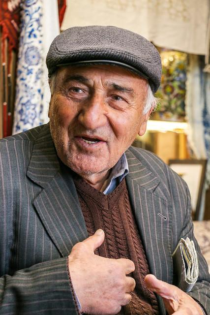 A man in Isfahan イスファハンの男性