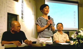 (左起)紀錄片導演柯金源、張素玢教授、中研院台史所所長謝國興於新書發表會。攝影:林倩如攝