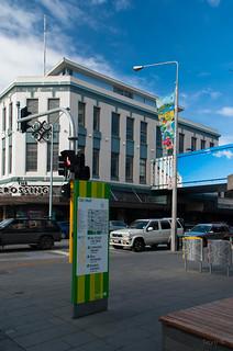 Christchurch Arts Centre 在 基督城 附近 的形象. road street newzealand christchurch sky streetart art cars architecture clouds buildings advertising mural flag restartmall mikehewsonopticalillusioninstallation