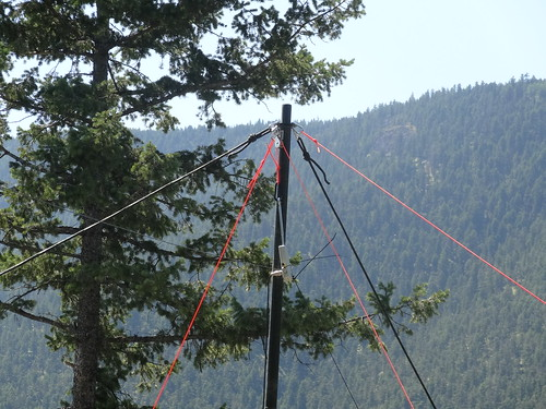 QRP-NVIS-5 Top of fiberglass mast from one side